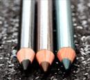 échantillon test de crayon pour les yeux