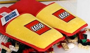 Concours Lego : 5 listes de Noël et 1500 paires de chaussons Lego