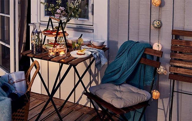 Mobilier de jardin à petit prix : Table et chaises bois acier pas cher avec la carte Ikea Family